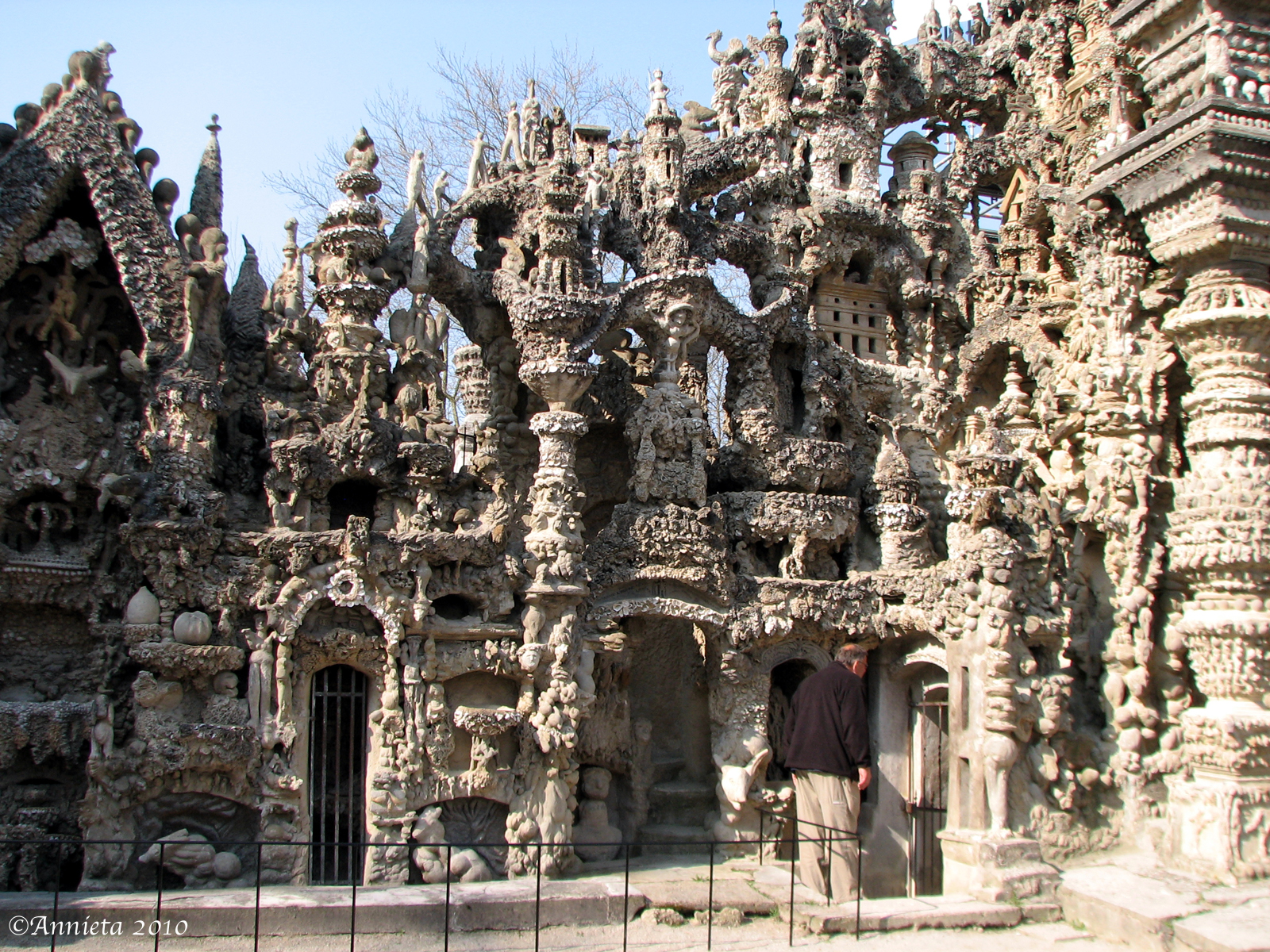 unbelievable palaces made u2026 out of pebbles ferdinand cheval