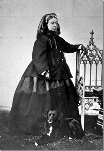 Queen Victoria in Mourning Dress 02_thumb[1]