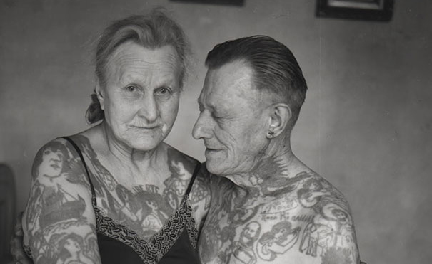 FEATtattooed-elderly-people-28__605