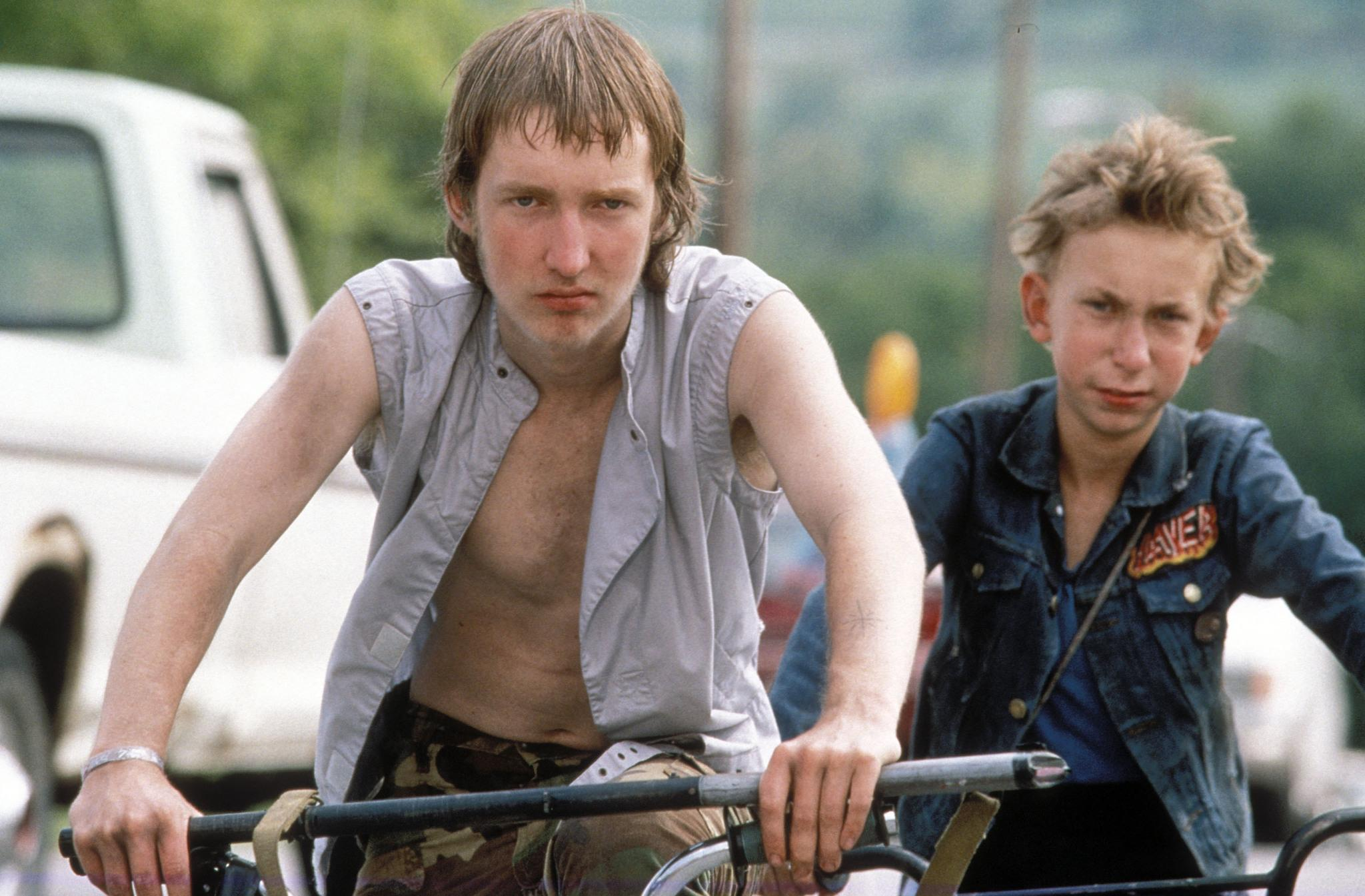 still-of-jacob-reynolds-and-nick-sutton-in-gummo-(1997)-large-picture