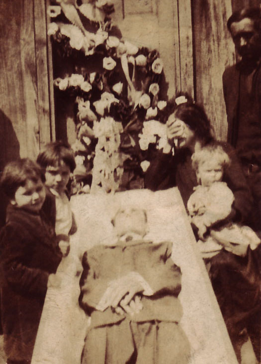 the three knocks of death    superstitions and photos of