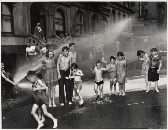 WEEGEE_1937_Summer_on_the_Lower_East_Side