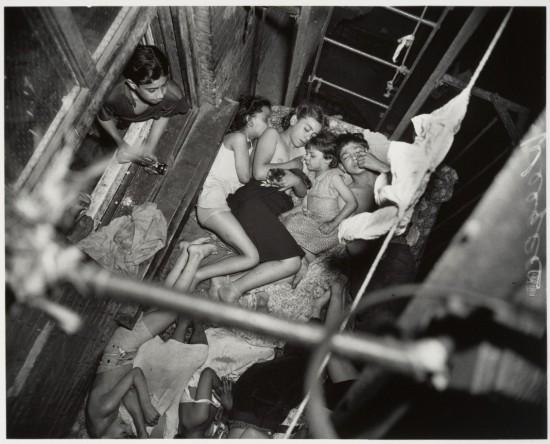 WEEGEE_1938_Children_on_Fire_Escape
