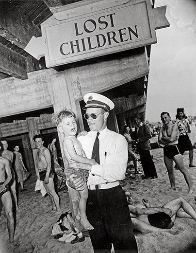 Weegee-Coney-Island-1941-3
