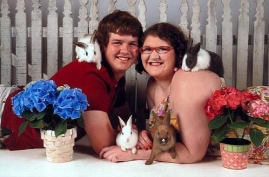 Weird-Odd-Family-Photos-Awkward-Bunnies