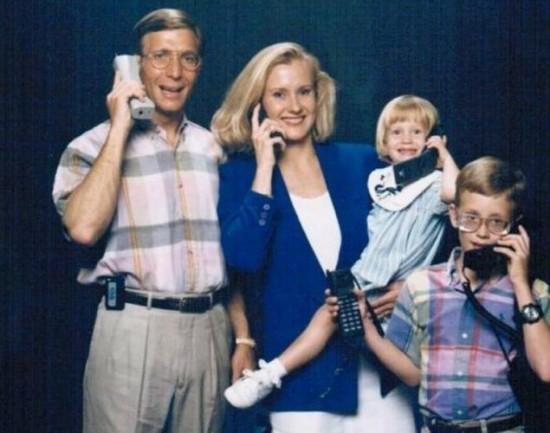 Weird-Odd-Family-Photos-Awkward-Modern-Life