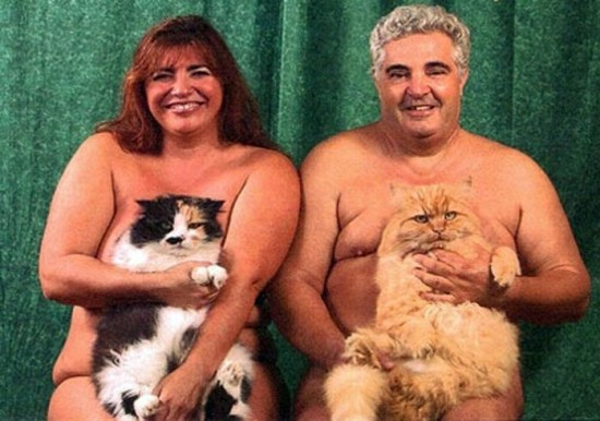 Weird-Odd-Family-Photos-Awkward-Moggies