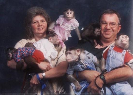 Weird-Odd-Family-Photos-Awkward-Monkey-Love
