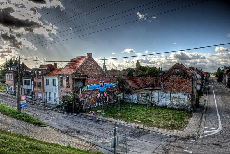 Street artists take over doomed village - Piscine abandonnee belgique ...