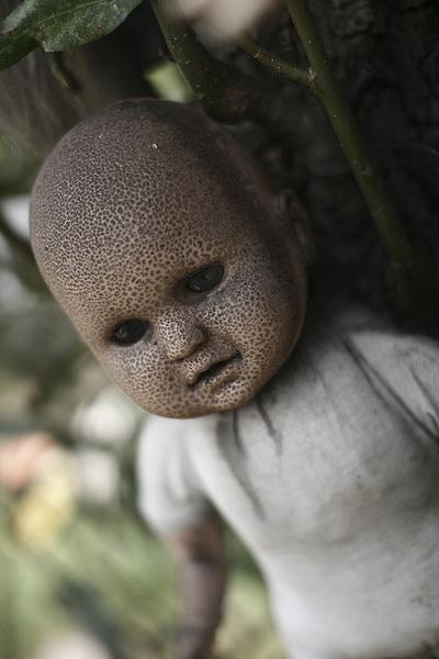isla de las munecas hanging doll