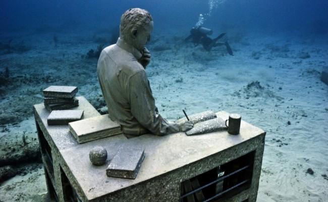 9-sculpture-modern-art-jason-decaires-taylor-sculpture