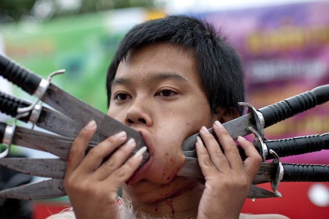 250087-phuket-vegetarian-festival-pic-2