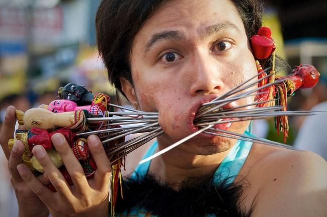 Face_Piercing_Phuket_Vegetarian_Festival_06