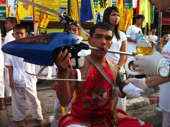 Mah_song_at_the_Vegetarian_Festival_in_Phuket_02