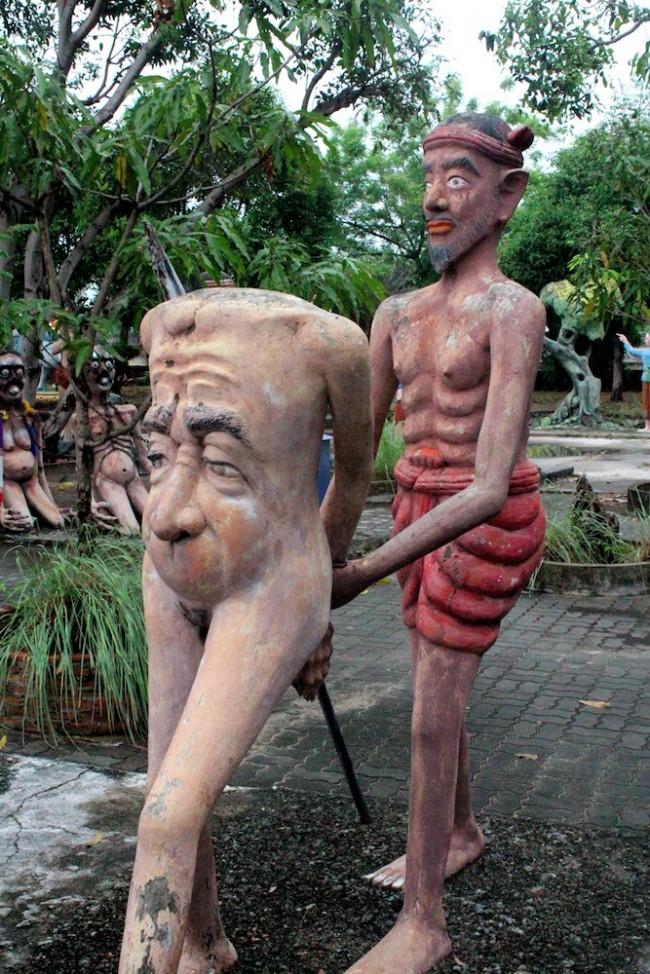 Buddhist-Hell-Garden-in-Thailand-12