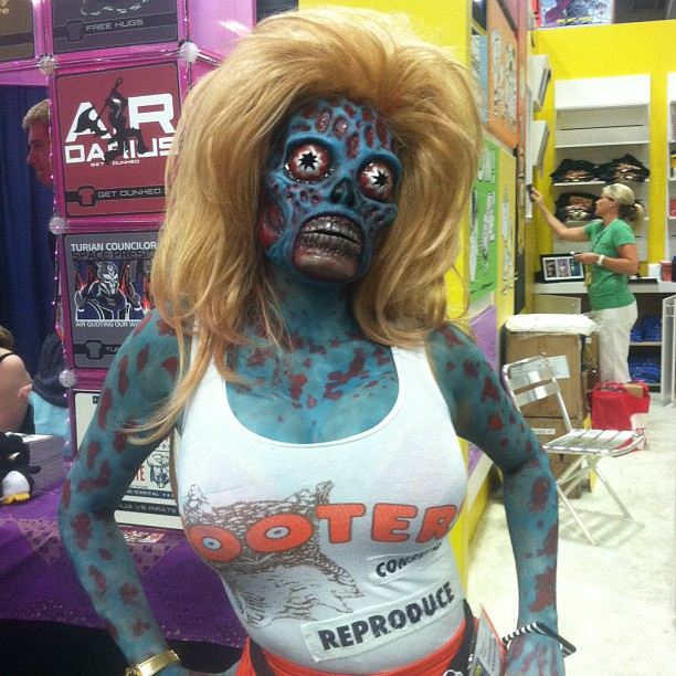 comic-con-2013-cosplay-hooters