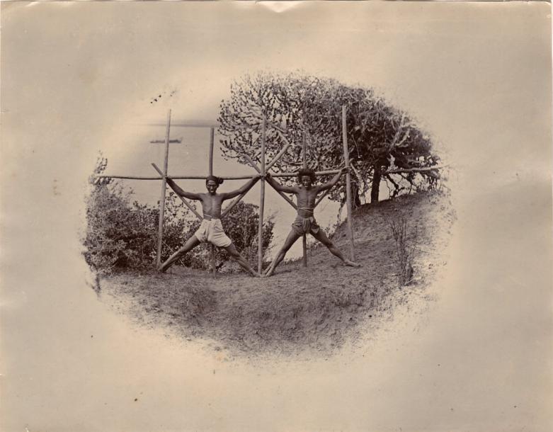 BIRMANIE-BIRMANIE-FELICE-BEATO-1832-1909-DACOÏTS-CRUCIFIED-BY-THE-VILLAGERS-(BANDITS&HELLIP-