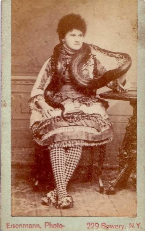 eisenmann-snake-woman