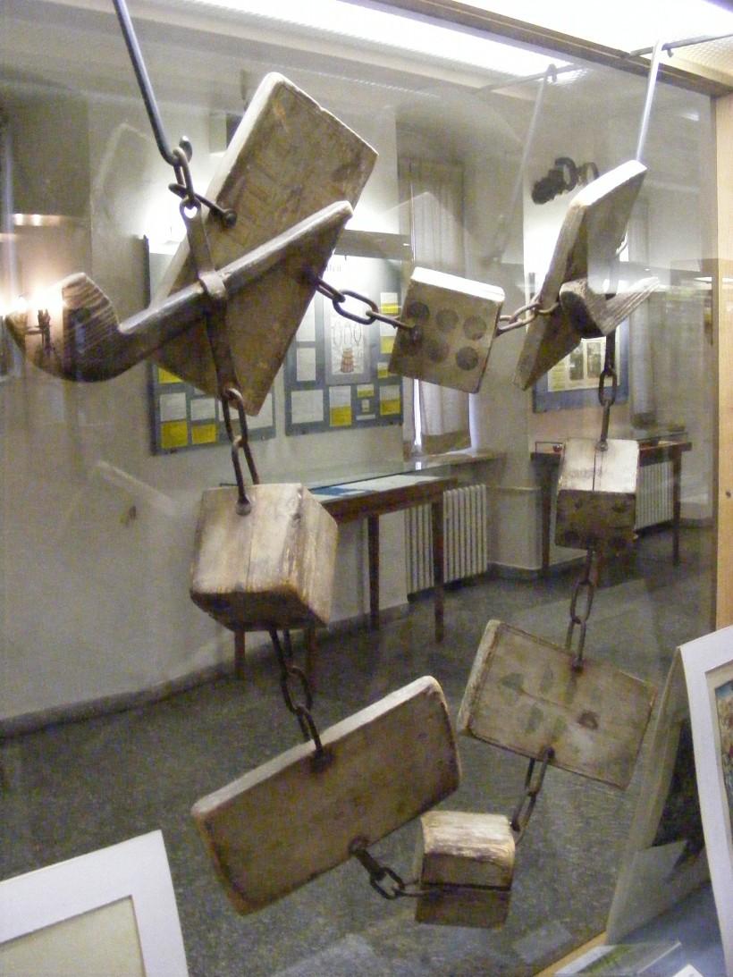 Schandkette_für_Falschspieler_-_Mittelalterliches_Kriminalmuseum_Rothenburg_ob_der_Tauber