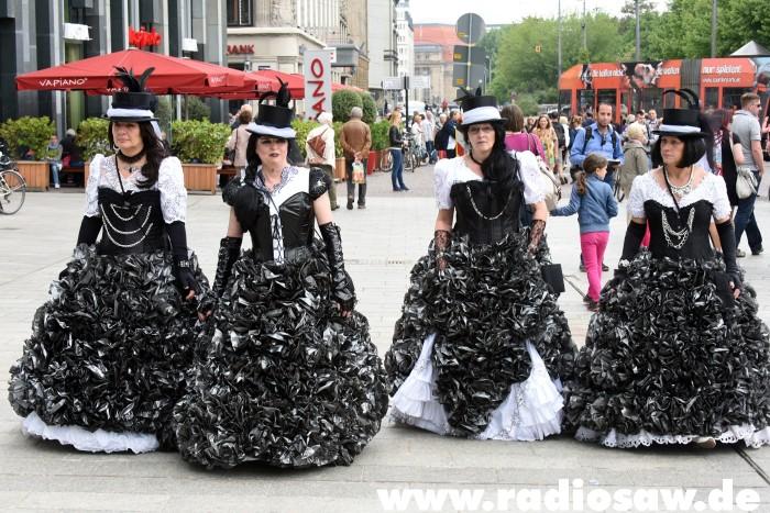 Wave-Gotik-Treffen-Photos-Cake-Dresses