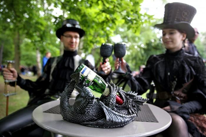 Wave-Gotik-Treffen-Photos-Drinking-Wine