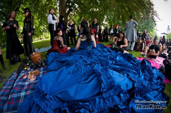 Wave-Gotik-Treffen-Photos-Huge-Dress