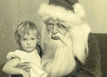 Mommy, I'm Scared…CREEPY SANTA PHOTOS Pt.2
