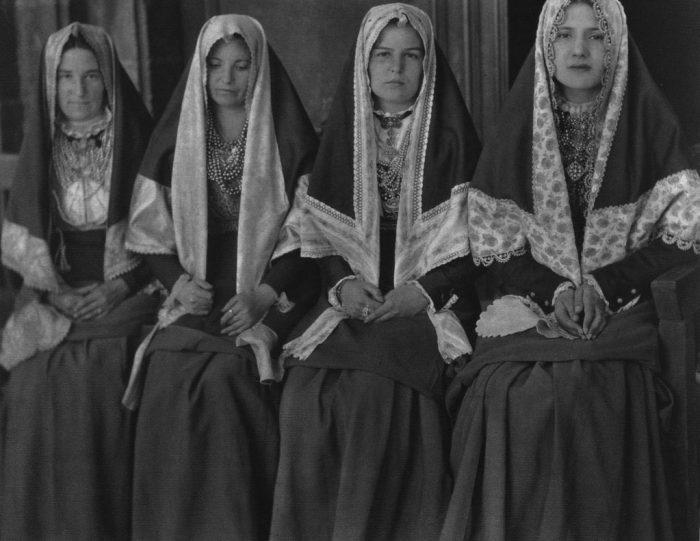José-Ortiz-Echagüe-Photography-Four-women