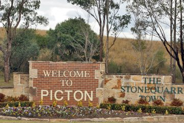 FEAT_Picton_Town_Sign