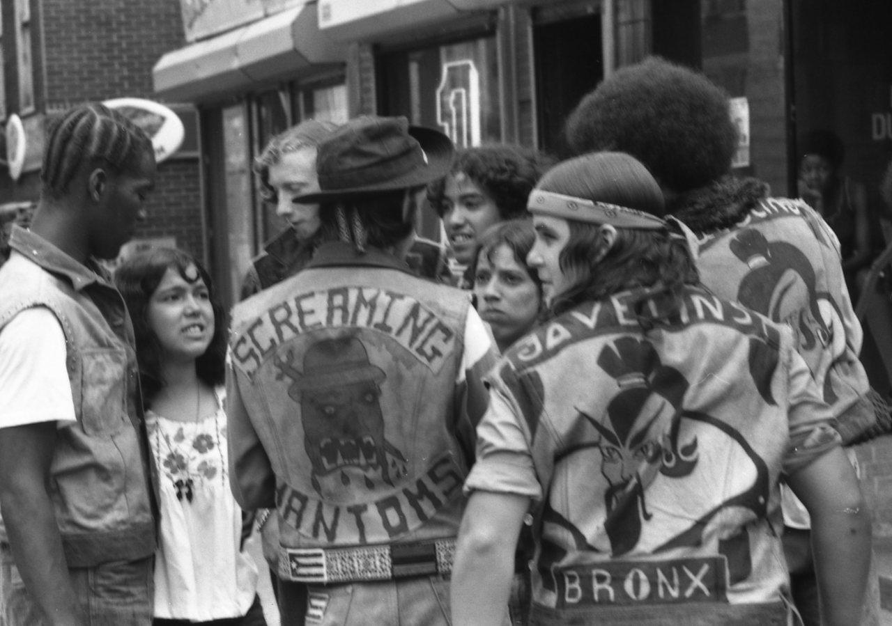 Watch 70's New York Street Gangs: Rubble Kings documentary